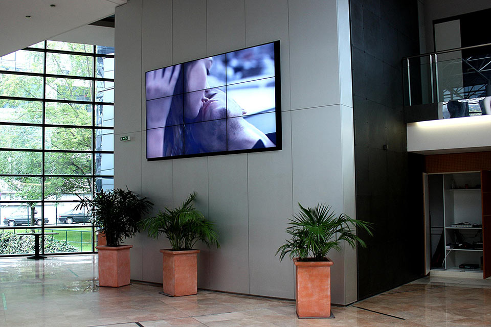Video wall in Foyer | Touch Screen Solutions